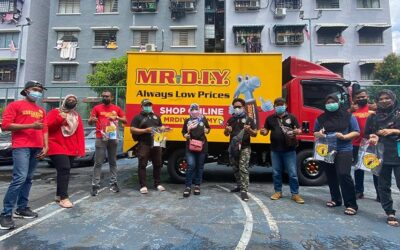 250 Families Of PPR Lembah Pantai Receive Hygiene Packs From MR D.I.Y.